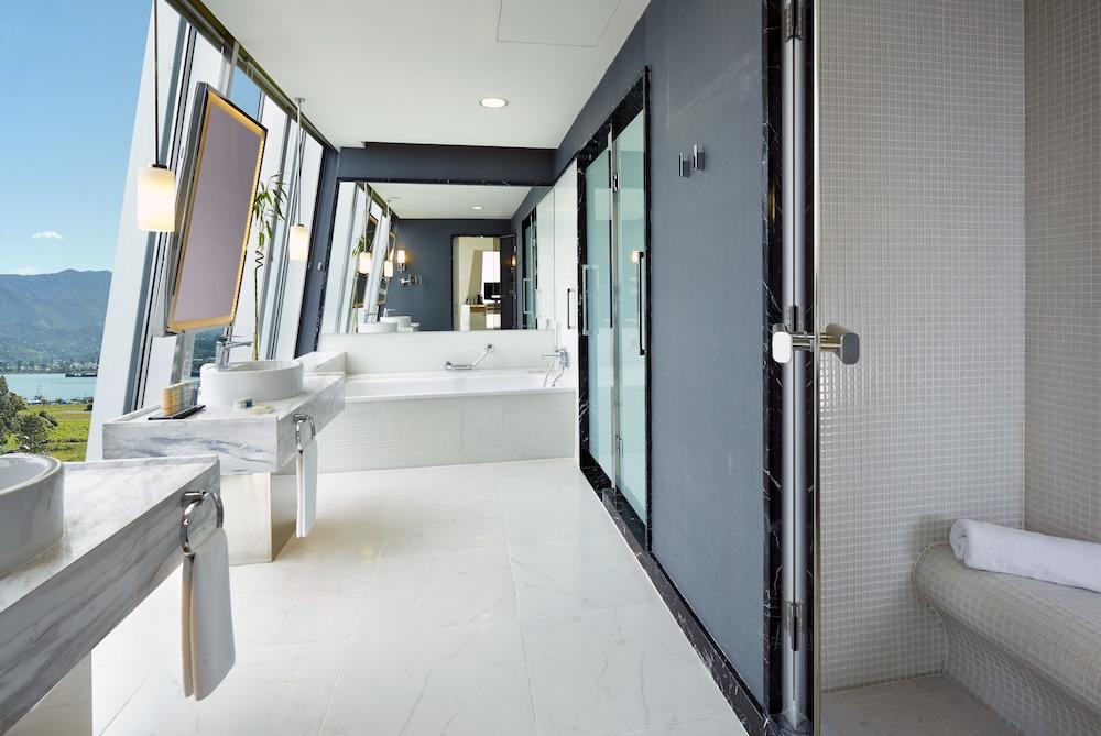 래디슨 블루 호텔 바투미(Radisson Blu Hotel Batumi) Hotel Image 32 - Bathroom