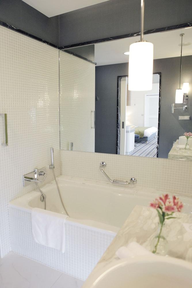 래디슨 블루 호텔 바투미(Radisson Blu Hotel Batumi) Hotel Image 33 - Bathroom