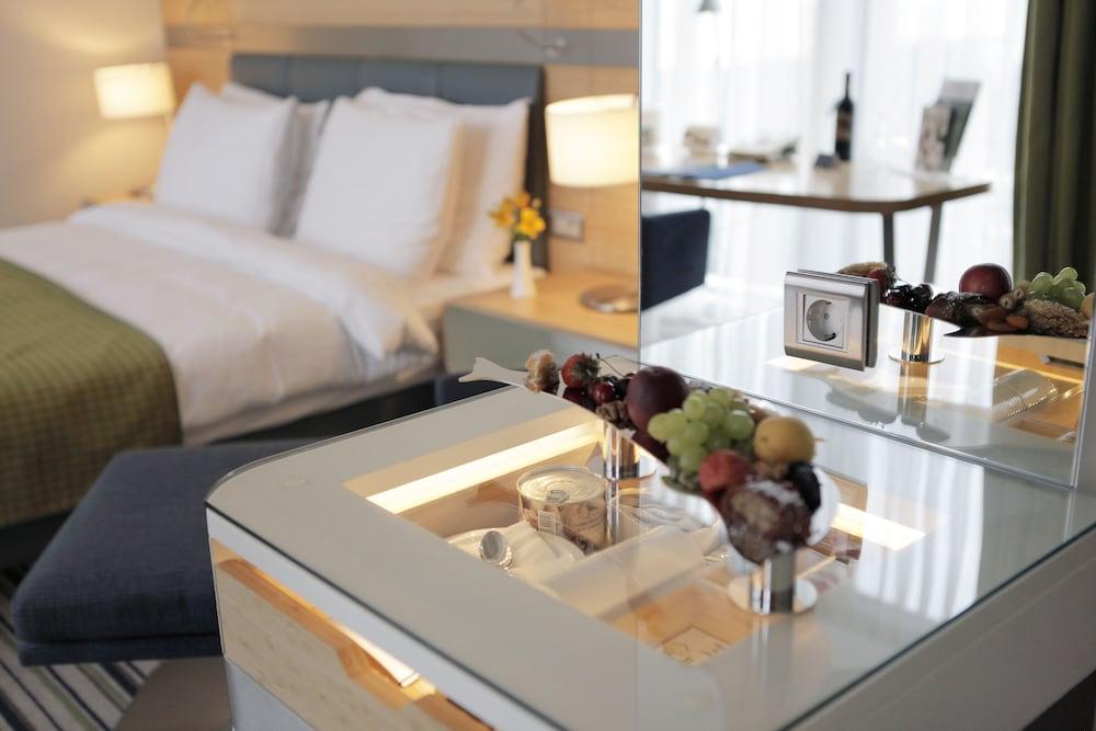 래디슨 블루 호텔 바투미(Radisson Blu Hotel Batumi) Hotel Image 5 - Guestroom
