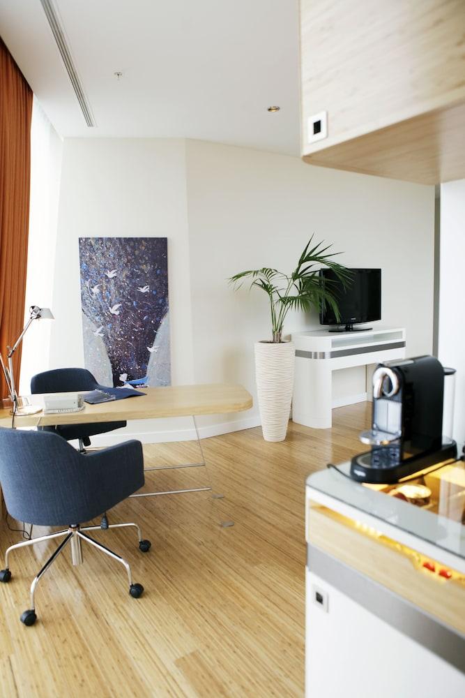래디슨 블루 호텔 바투미(Radisson Blu Hotel Batumi) Hotel Image 22 - Living Room