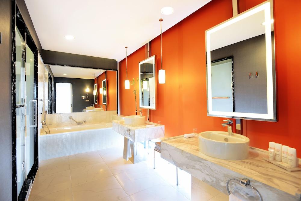 래디슨 블루 호텔 바투미(Radisson Blu Hotel Batumi) Hotel Image 28 - Bathroom