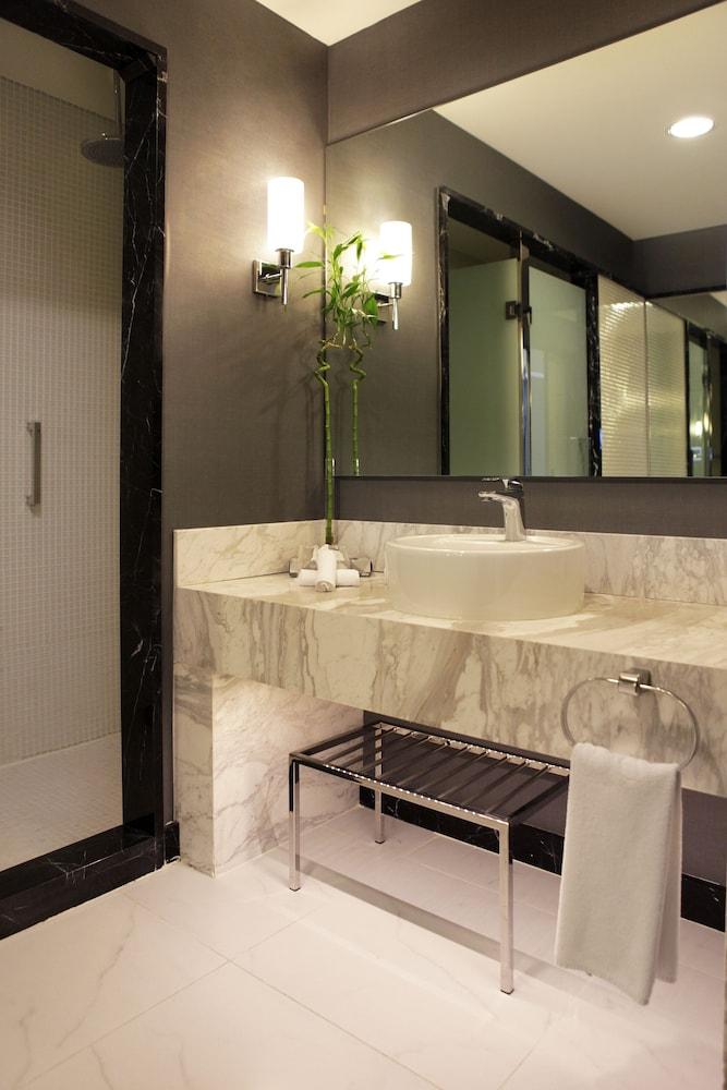 래디슨 블루 호텔 바투미(Radisson Blu Hotel Batumi) Hotel Image 29 - Bathroom