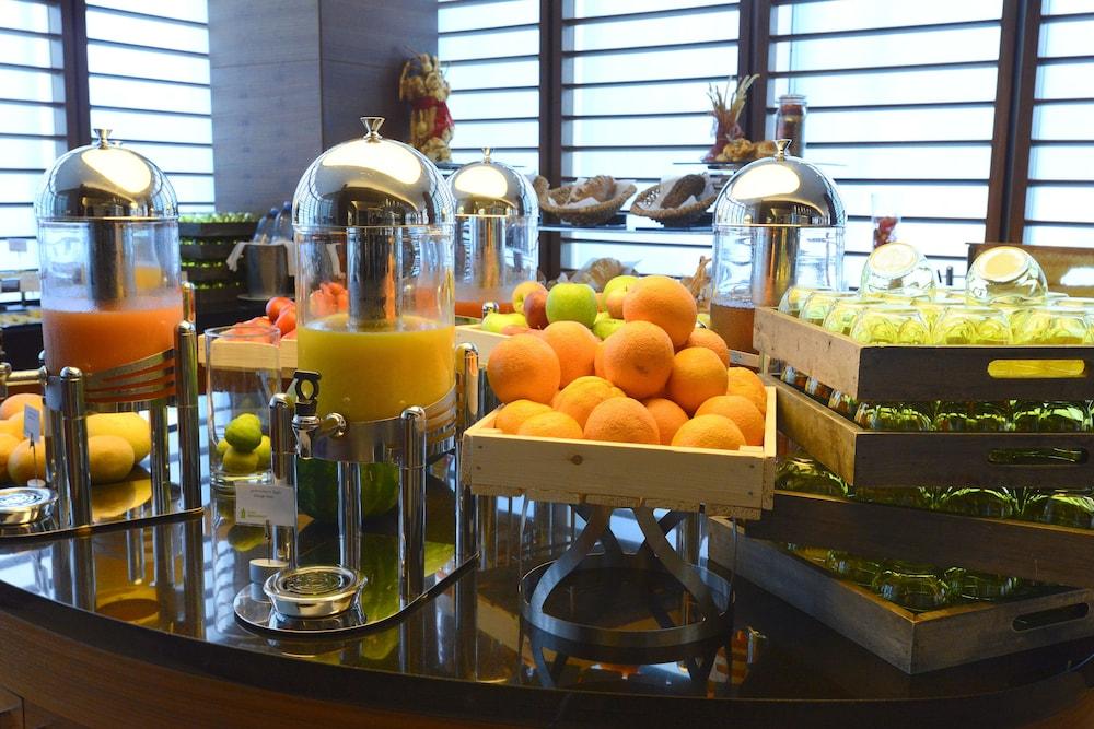 래디슨 블루 호텔 바투미(Radisson Blu Hotel Batumi) Hotel Image 48 - Breakfast Area
