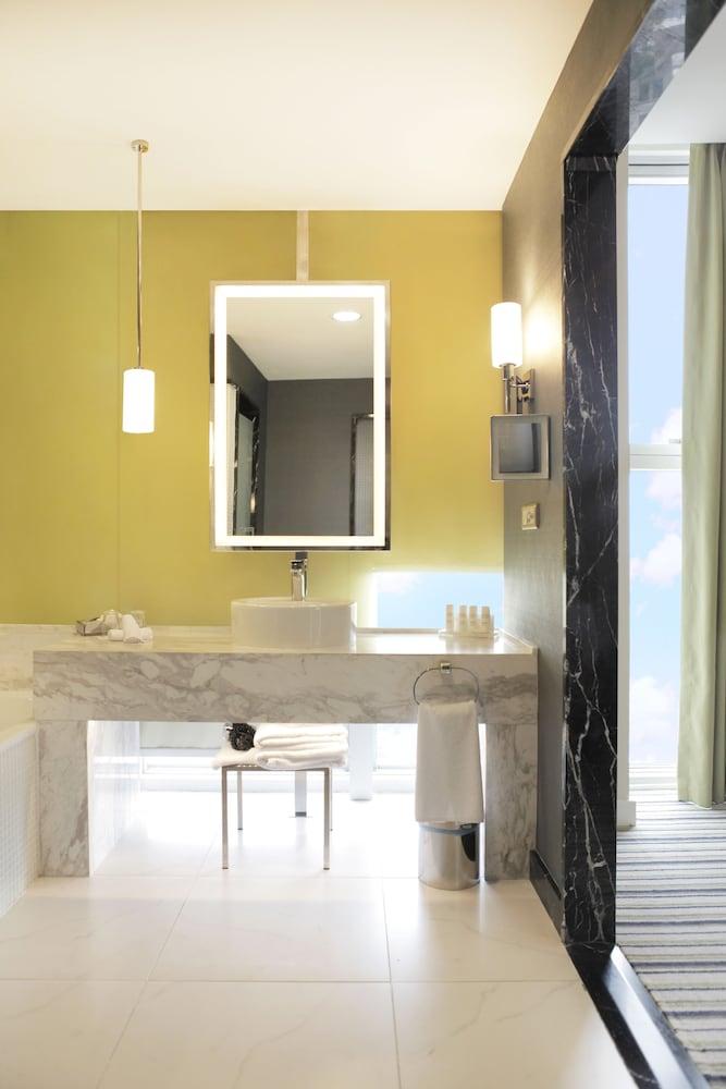 래디슨 블루 호텔 바투미(Radisson Blu Hotel Batumi) Hotel Image 67 - Bathroom