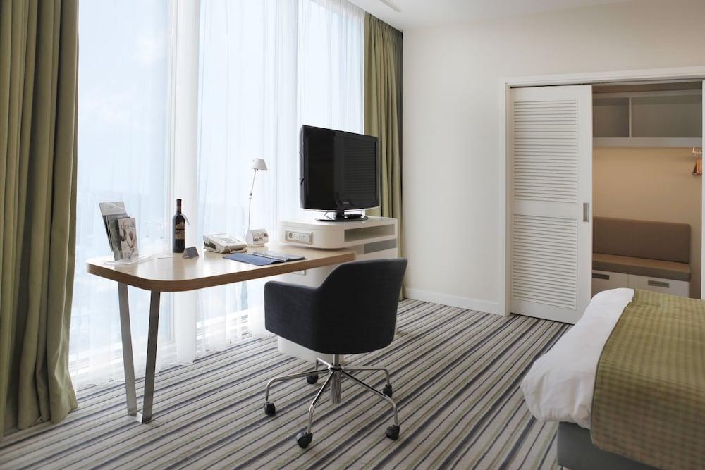 래디슨 블루 호텔 바투미(Radisson Blu Hotel Batumi) Hotel Image 18 - Guestroom