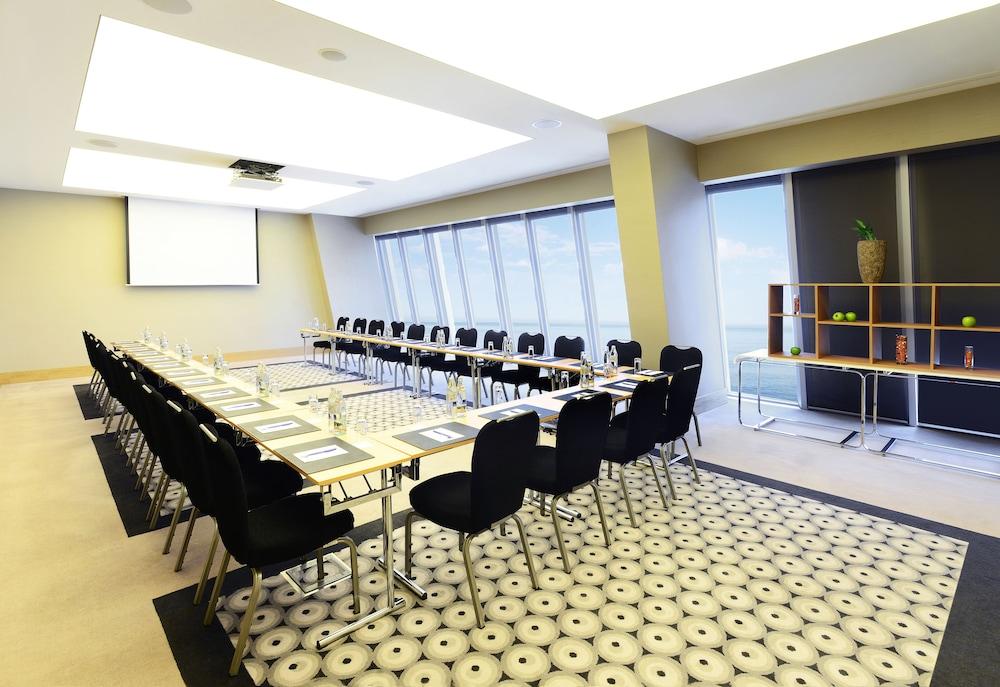 래디슨 블루 호텔 바투미(Radisson Blu Hotel Batumi) Hotel Image 56 - Meeting Facility