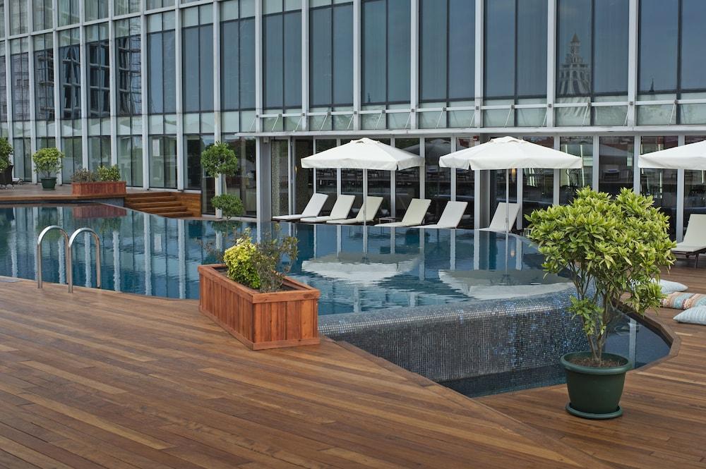 래디슨 블루 호텔 바투미(Radisson Blu Hotel Batumi) Hotel Image 41 - Outdoor Pool