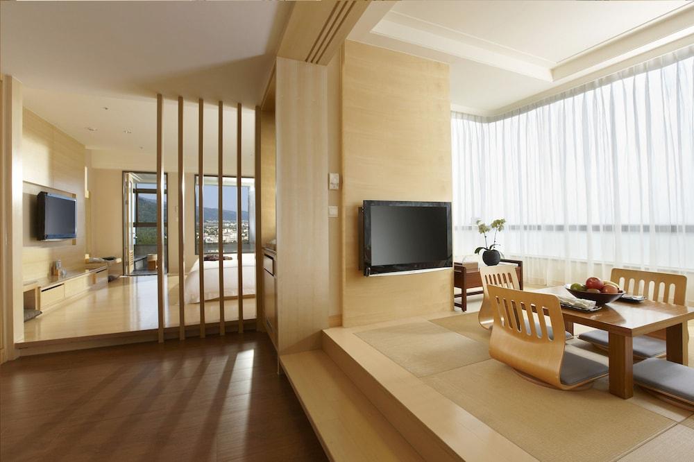 에버그린 리조트 호텔(쟈오시)(Evergreen Resort Hotel (Jiaosi)) Hotel Image 5 - Guestroom
