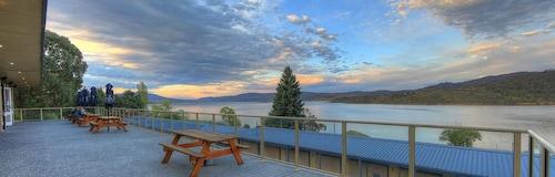 . Lake Jindabyne Hotel