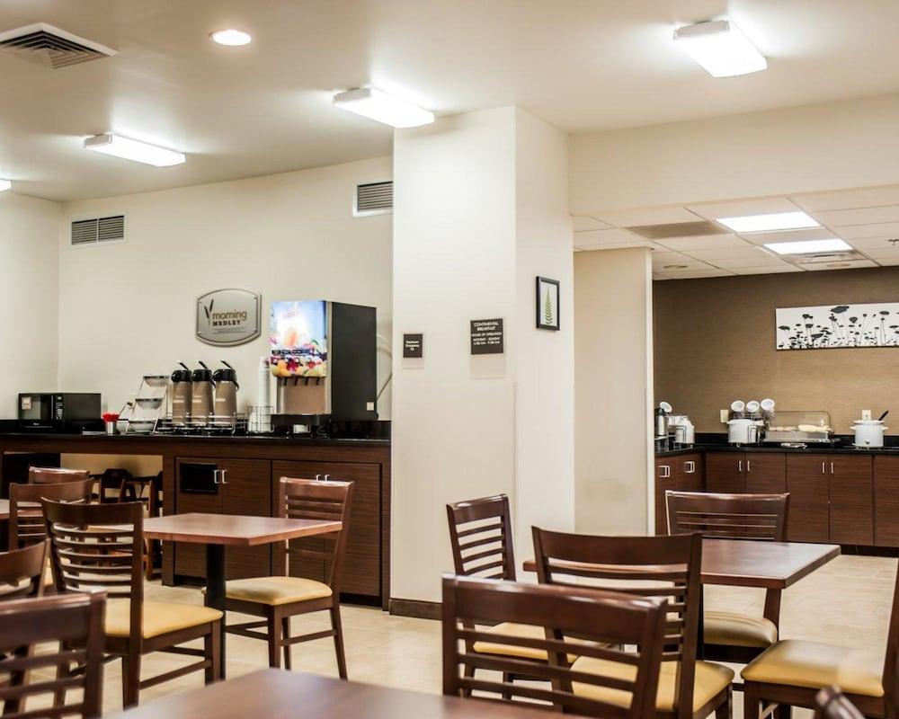 슬립 인 앤드 스위트 포트 캠벨(Sleep Inn & Suites Fort Campbell) Hotel Image 20 - Breakfast Area