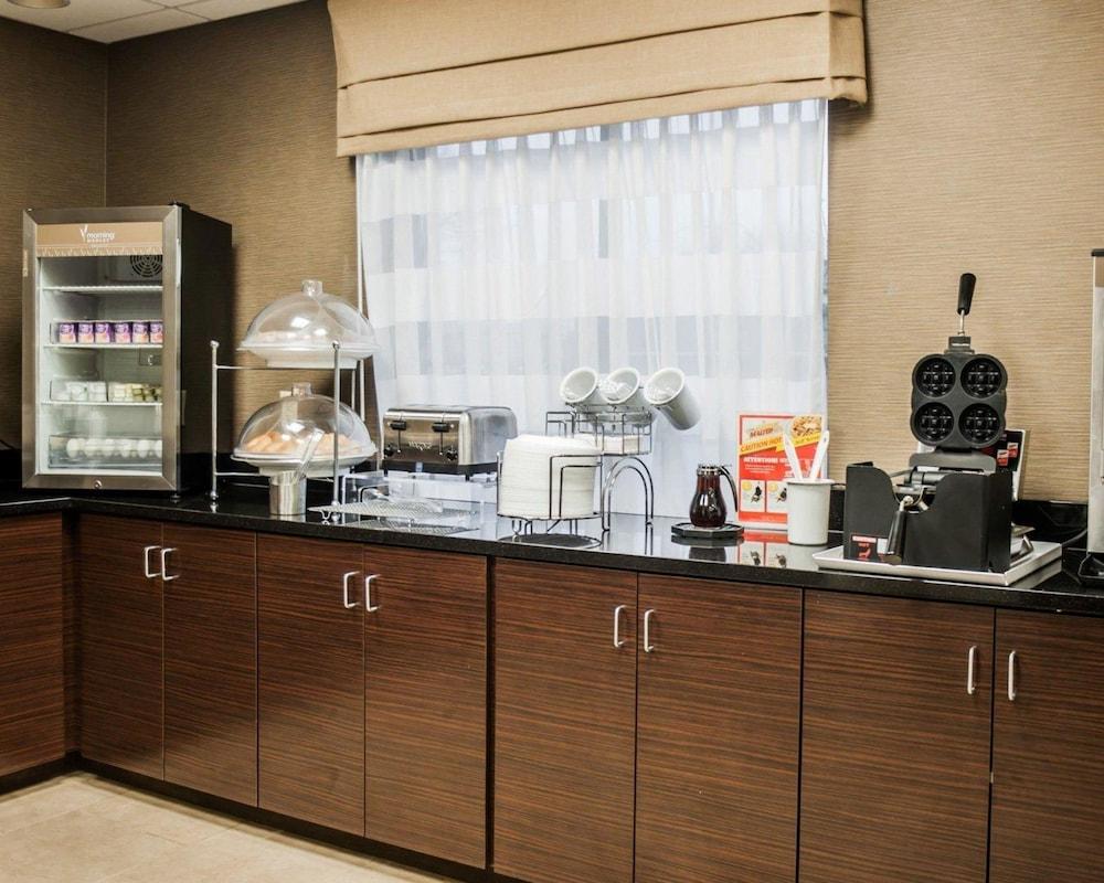 슬립 인 앤드 스위트 포트 캠벨(Sleep Inn & Suites Fort Campbell) Hotel Image 21 - Breakfast Area