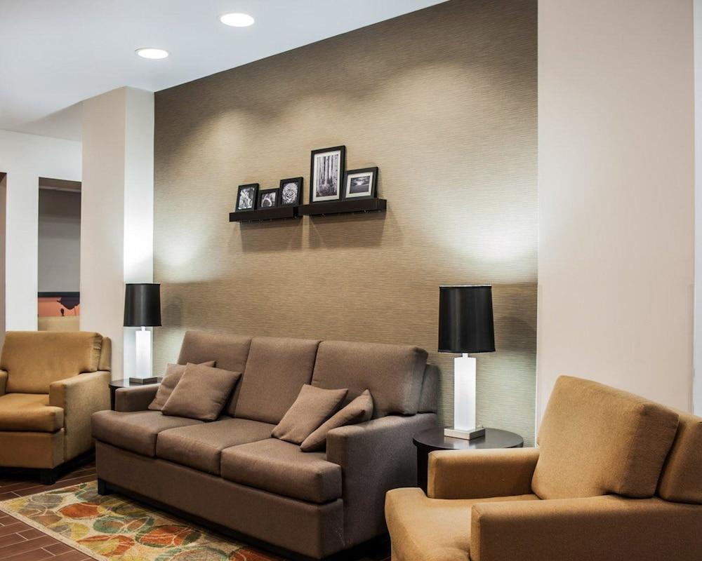 슬립 인 앤드 스위트 포트 캠벨(Sleep Inn & Suites Fort Campbell) Hotel Image 1 - Lobby