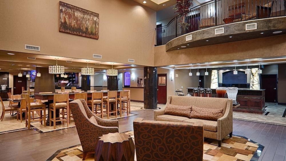 베스트 웨스턴 프리미어 KC 스피드웨이 인 & 스위트(Best Western Premier KC Speedway Inn & Suites) Hotel Image 0 - Lobby