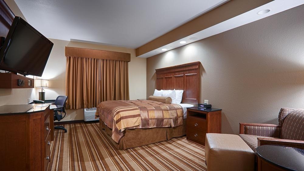 베스트 웨스턴 프리미어 KC 스피드웨이 인 & 스위트(Best Western Premier KC Speedway Inn & Suites) Hotel Image 6 - Guestroom