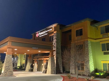 貝斯特韋斯特普拉斯 KC 賽道套房旅館 Best Western Premier KC Speedway Inn & Suites