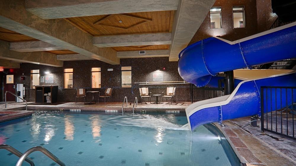 베스트 웨스턴 프리미어 KC 스피드웨이 인 & 스위트(Best Western Premier KC Speedway Inn & Suites) Hotel Image 13 - Indoor Pool