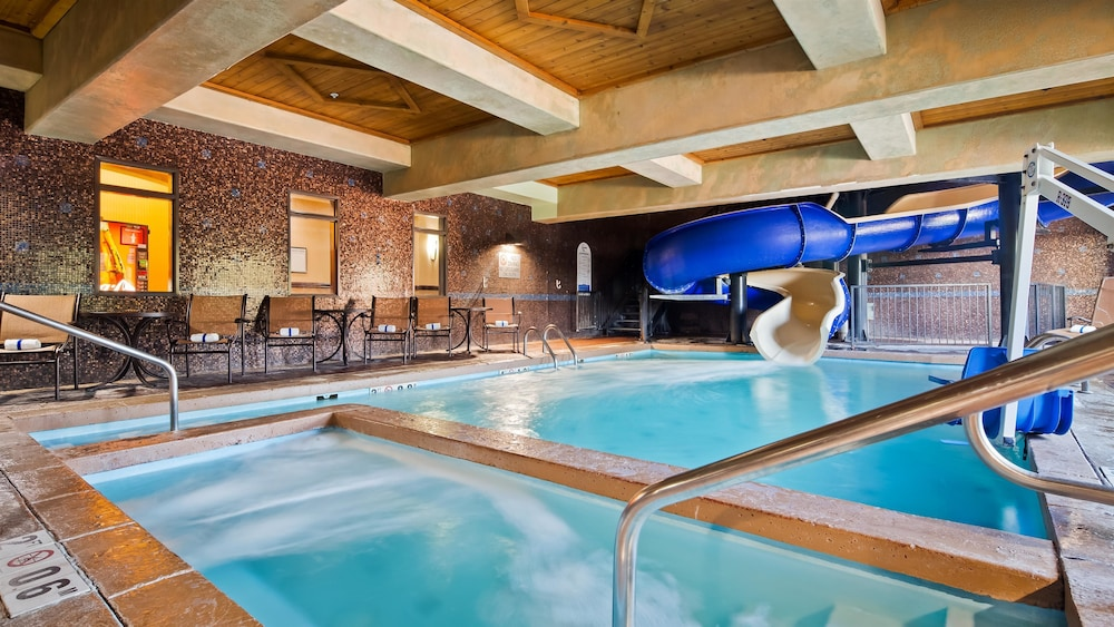 베스트 웨스턴 프리미어 KC 스피드웨이 인 & 스위트(Best Western Premier KC Speedway Inn & Suites) Hotel Image 2 - Pool