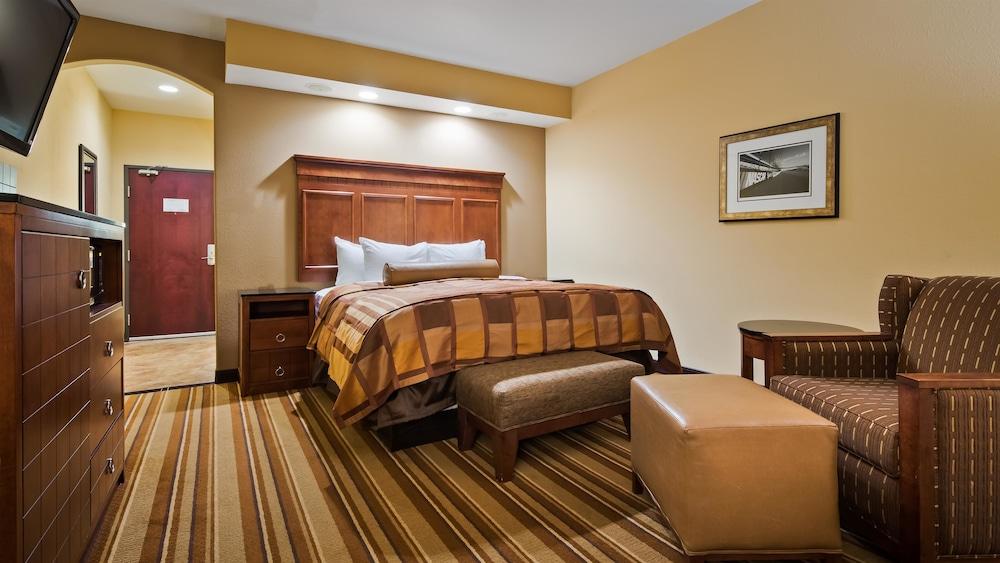 베스트 웨스턴 프리미어 KC 스피드웨이 인 & 스위트(Best Western Premier KC Speedway Inn & Suites) Hotel Image 8 - Guestroom
