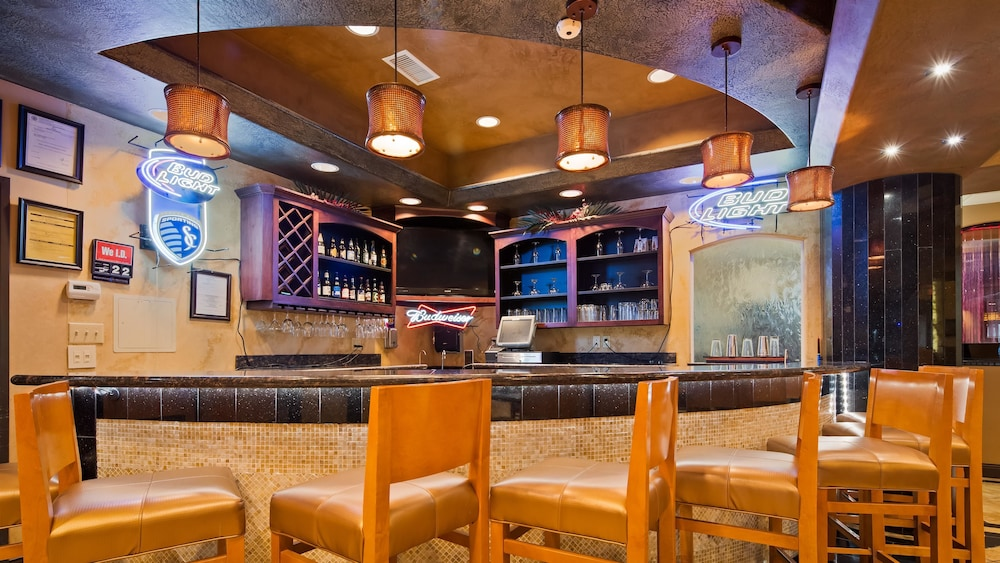 베스트 웨스턴 프리미어 KC 스피드웨이 인 & 스위트(Best Western Premier KC Speedway Inn & Suites) Hotel Image 25 - Hotel Bar
