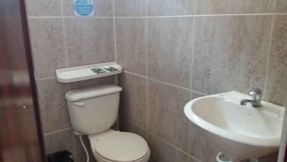 호텔 피에드라 델 마르(Hotel Piedra del Mar) Hotel Image 23 - Bathroom