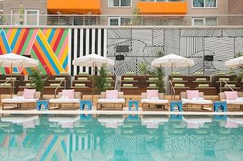 麥克卡林泳池飯店 McCarren Hotel & Pool