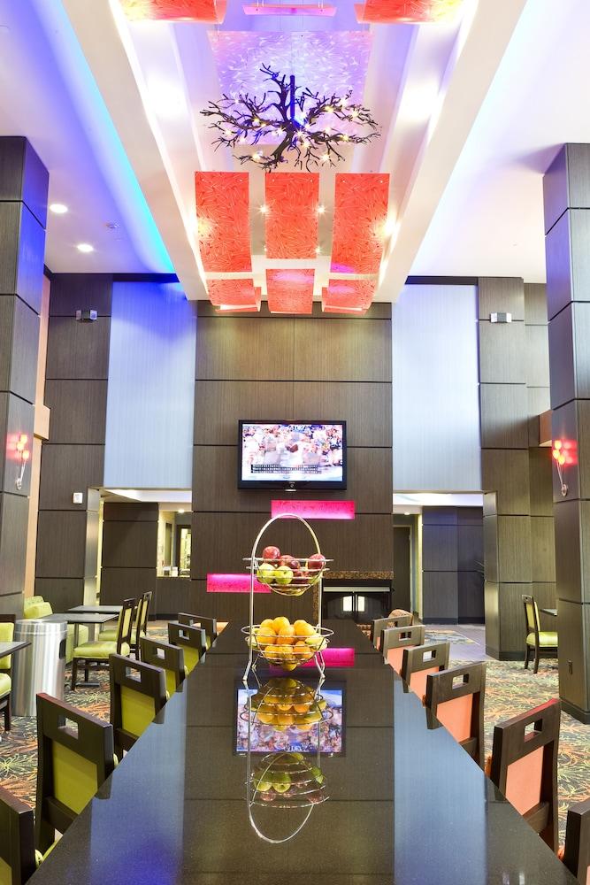 햄프턴 스위트 털사 센트럴(Hampton Suites Tulsa Central) Hotel Image 7 - Lobby Lounge