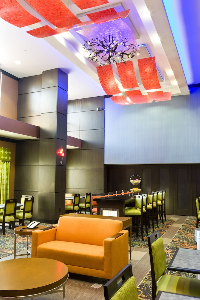 햄프턴 스위트 털사 센트럴(Hampton Suites Tulsa Central) Hotel Image 8 - Lobby Lounge