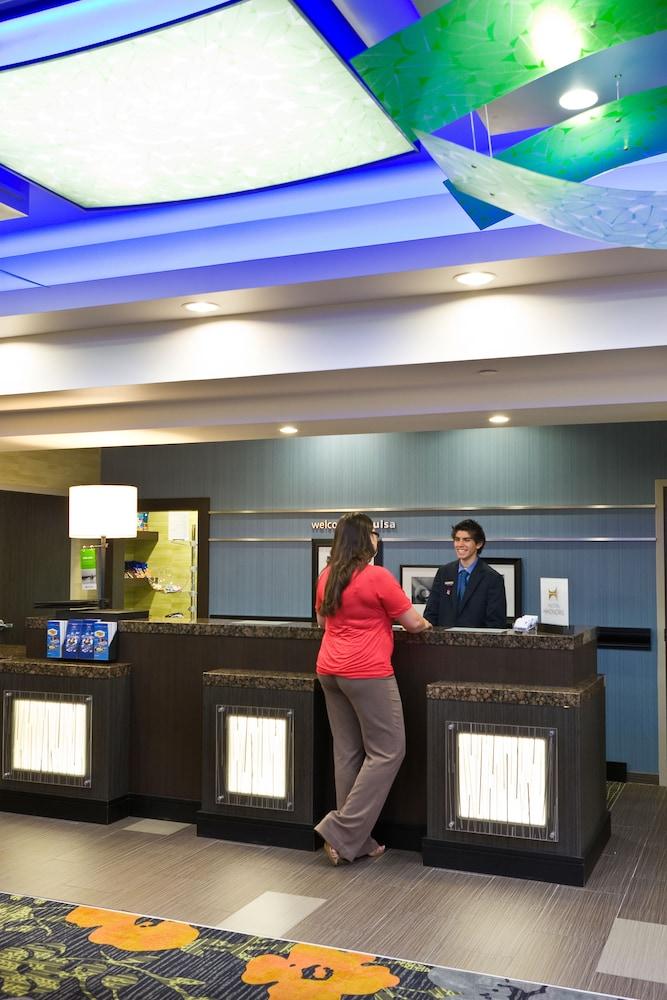 햄프턴 스위트 털사 센트럴(Hampton Suites Tulsa Central) Hotel Image 2 - Lobby