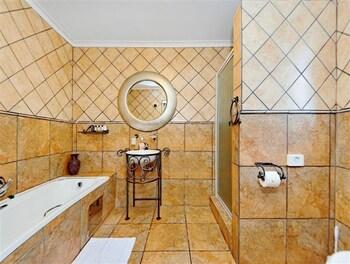 세븐스 스트리트 게스트하우스(7th Street Guesthouse) Hotel Image 38 - Bathroom