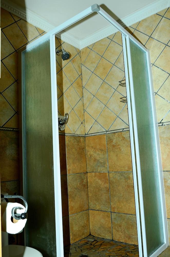세븐스 스트리트 게스트하우스(7th Street Guesthouse) Hotel Image 43 - Bathroom