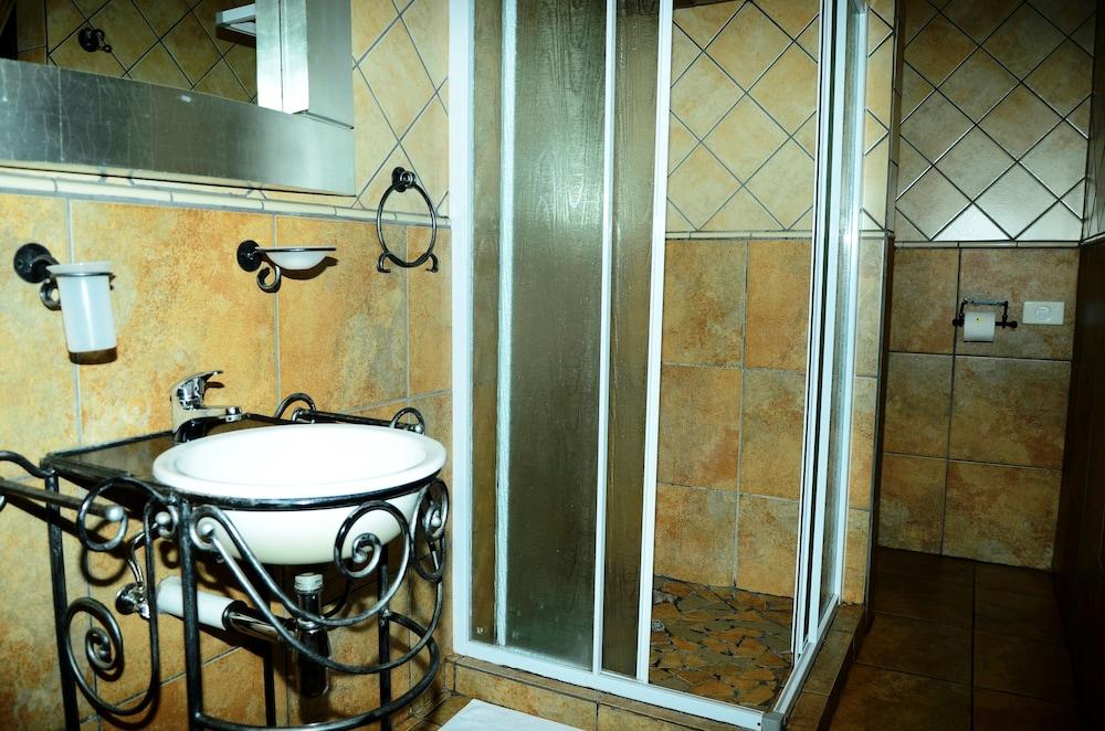 세븐스 스트리트 게스트하우스(7th Street Guesthouse) Hotel Image 44 - Bathroom