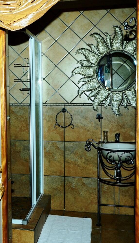 세븐스 스트리트 게스트하우스(7th Street Guesthouse) Hotel Image 77 - Bathroom
