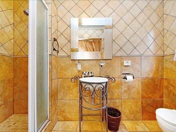 세븐스 스트리트 게스트하우스(7th Street Guesthouse) Hotel Image 35 - Bathroom