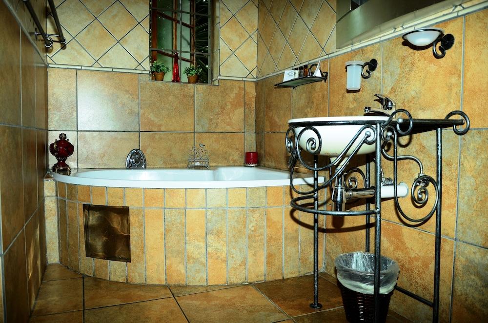 세븐스 스트리트 게스트하우스(7th Street Guesthouse) Hotel Image 41 - Bathroom