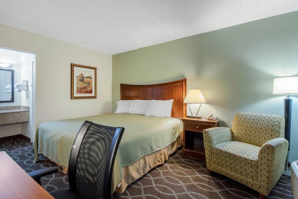 로드웨이 인(Rodeway Inn) Hotel Image 2 - Guestroom