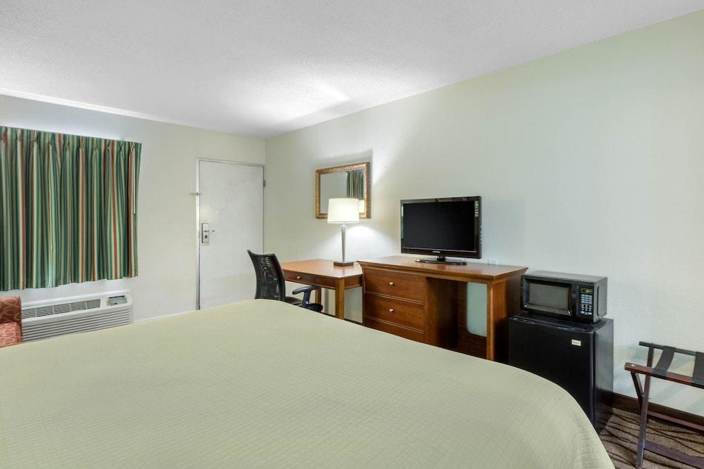 로드웨이 인(Rodeway Inn) Hotel Image 5 - Guestroom