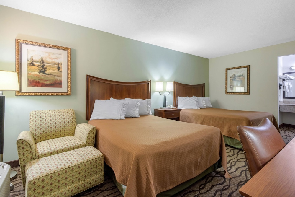 로드웨이 인(Rodeway Inn) Hotel Image 7 - Guestroom