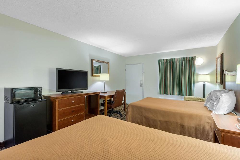 로드웨이 인(Rodeway Inn) Hotel Image 13 - Guestroom
