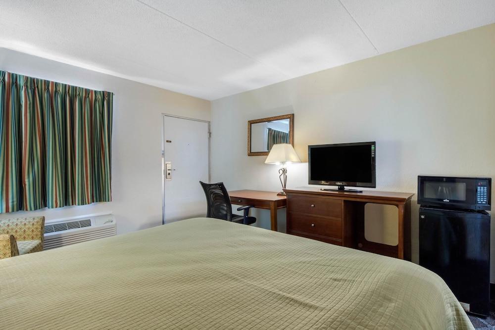 로드웨이 인(Rodeway Inn) Hotel Image 16 - Guestroom