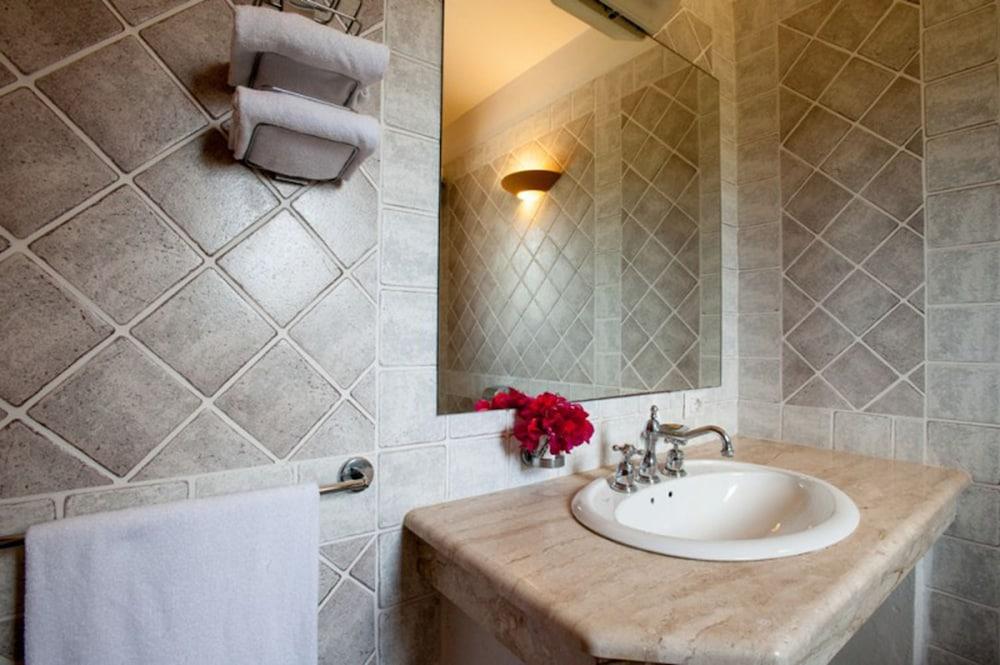 레지던스 바이아 델레 팔메(Residence Baia delle Palme) Hotel Image 26 - Bathroom
