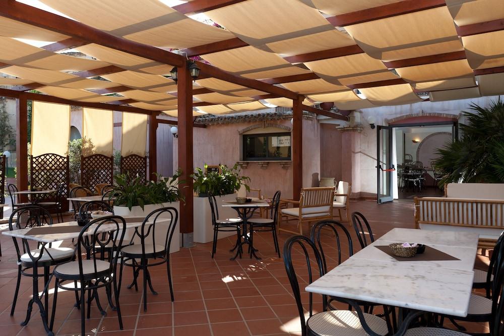레지던스 바이아 델레 팔메(Residence Baia delle Palme) Hotel Image 36 - Hotel Bar