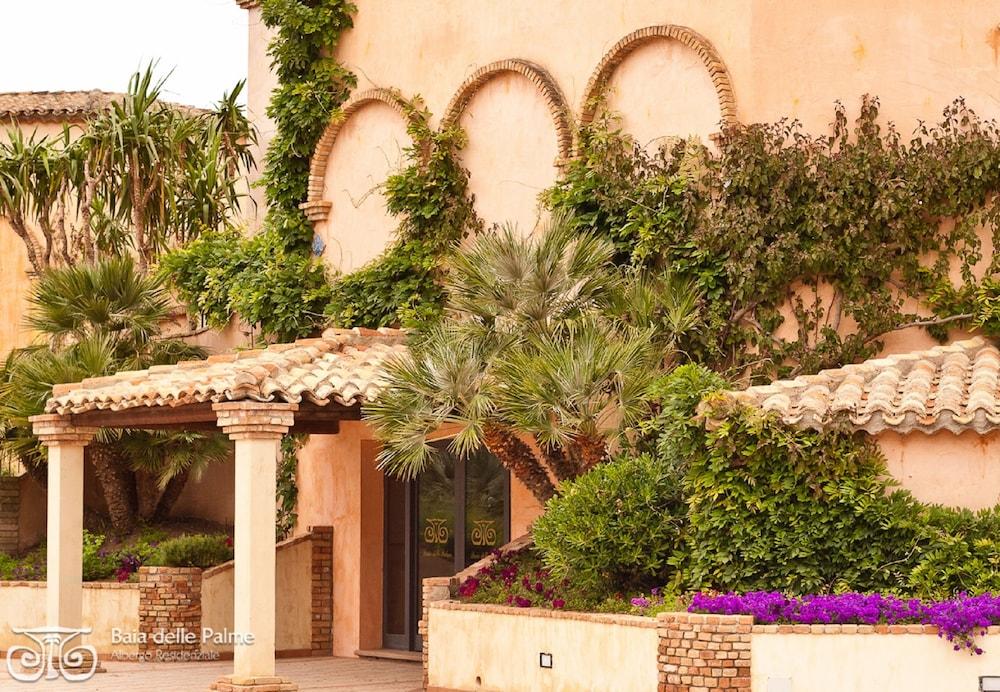 레지던스 바이아 델레 팔메(Residence Baia delle Palme) Hotel Image 21 - Interior Entrance