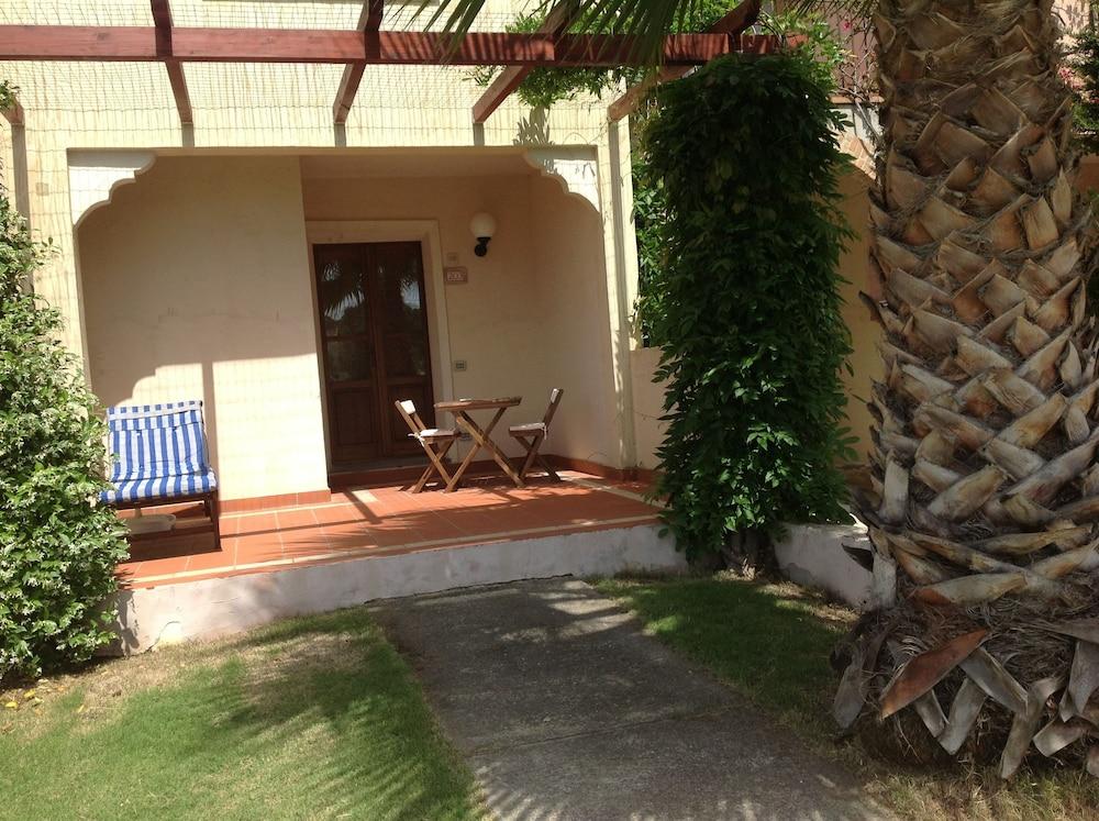 레지던스 바이아 델레 팔메(Residence Baia delle Palme) Hotel Image 19 - Terrace/Patio