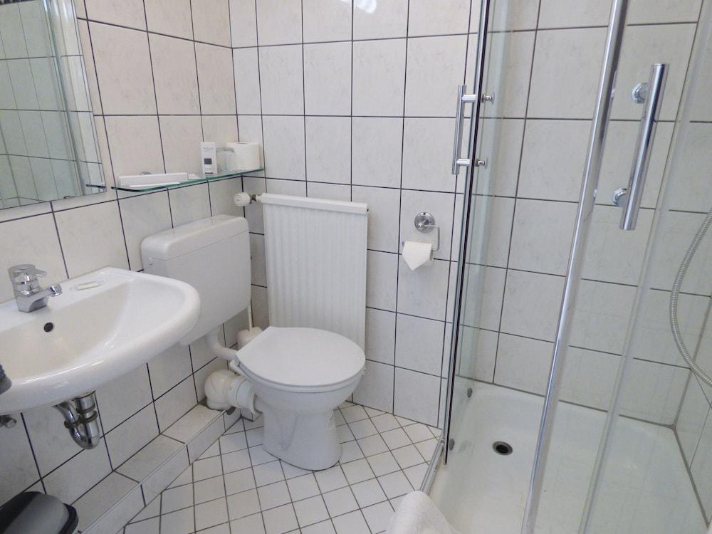 호텔 알트 뷔트겐(Hotel Alt Büttgen) Hotel Image 26 - Bathroom