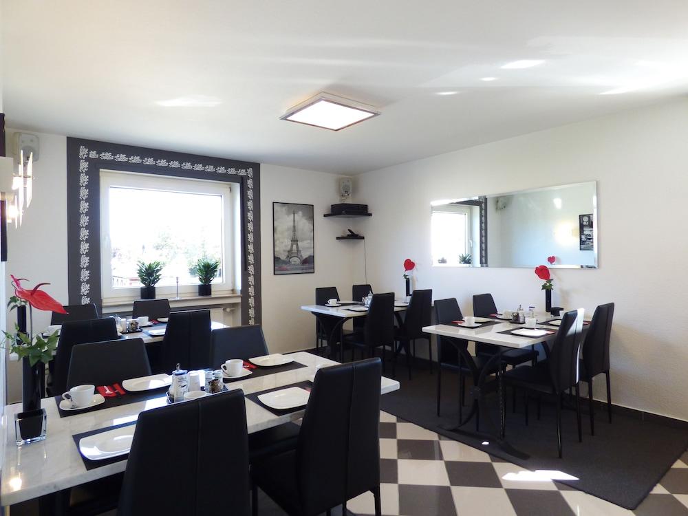 호텔 알트 뷔트겐(Hotel Alt Büttgen) Hotel Image 36 - Restaurant