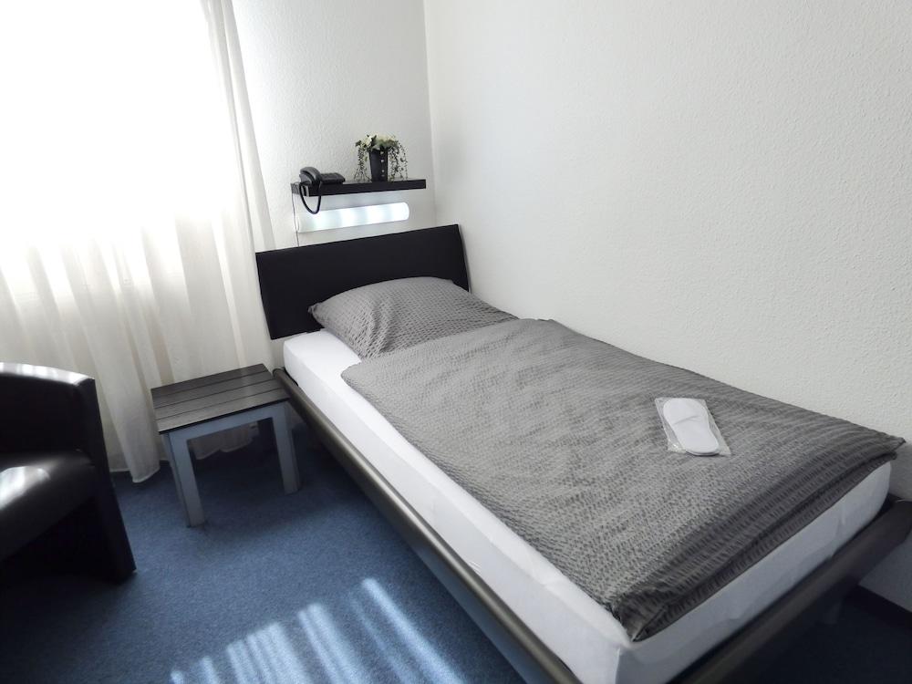 호텔 알트 뷔트겐(Hotel Alt Büttgen) Hotel Image 7 - Guestroom