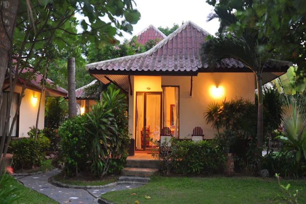 사무이 허니 코티지스 비치 리조트(Samui Honey Cottages Beach Resort) Hotel Image 39 - Garden