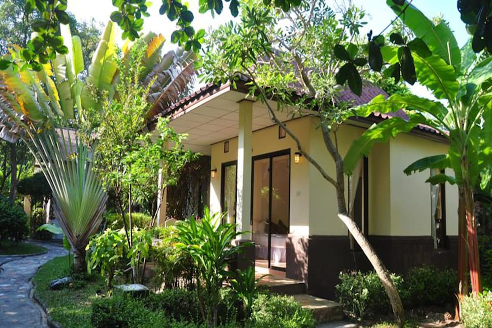 사무이 허니 코티지스 비치 리조트(Samui Honey Cottages Beach Resort) Hotel Image 40 - Garden