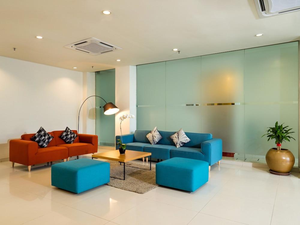튠 호텔 클리아 에로폴리스  (에어포트 호텔)(Tune Hotel KLIA Aeropolis (Airport Hotel)) Hotel Image 1 - Lobby Sitting Area