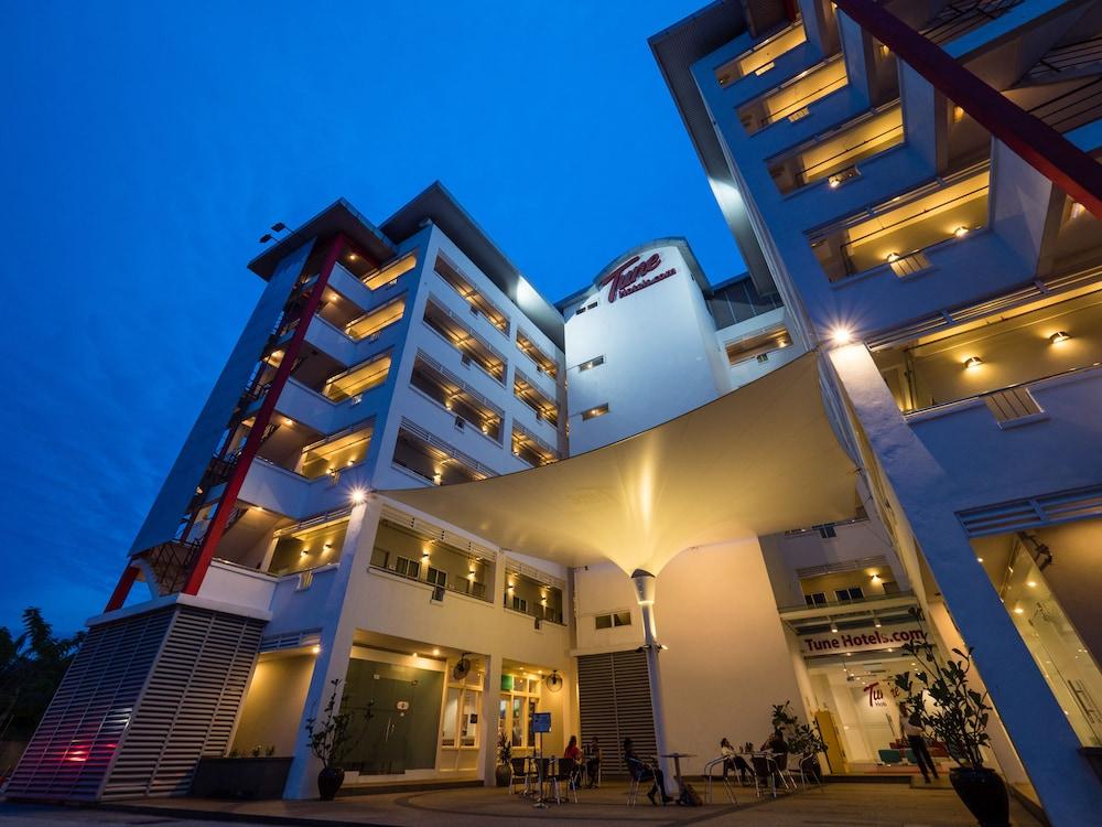 튠 호텔 클리아 에로폴리스  (에어포트 호텔)(Tune Hotel KLIA Aeropolis (Airport Hotel)) Hotel Image 29 - Hotel Front - Evening/Night